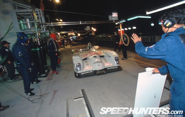 The crew poised, Tsuchiya brings the Panoz LMP01 into his pit.